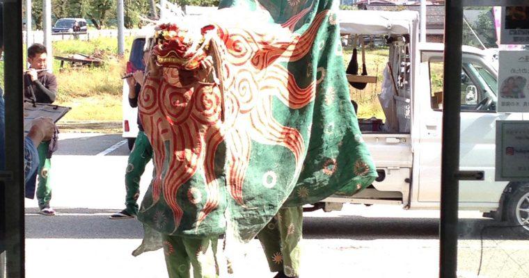 【地元 国府町名張のお祭り】毎年恒例の当店でも獅子舞をしてもらいました!