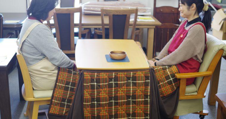 飛騨の冬の暮らしの必需品 こたつに変化!?テーブルと椅子タイプのコタツが人気です!