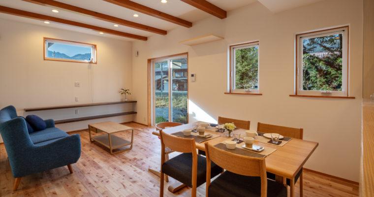 【納品事例17】無垢の床が気持ちのいいお家に家具を納品しました @飛騨市 柳組様
