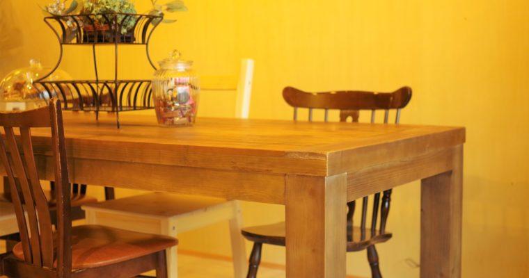 【納品事例19】リニューアルしたカフェに古材を使ったテーブルを納品しました